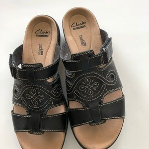 Clarks women's collection T strap sandal black sz8